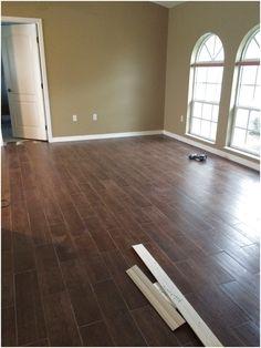 Ceramic tile that looks like hardwood - Keramik Wood Plank Tile, Wood Tile Floors, Stone Flooring, Ceramic Wood Tile Floor, Modern Flooring, Unique Flooring, Flooring Options, Flooring Ideas, Basement Flooring