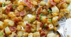 Crispy Cheese and Bacon Potatoes Recipe! Want some comfort food tonight? If so, nothing is better than bacon, potatoes, and cheese! Bacon Potato, Potato Sides, Potato Side Dishes, Bacon Cheese Potatoes, Cheese And Bacon Muffins, Russet Potato Recipes, Loaded Baked Potato Casserole, Bacon Food, Vegetable Dishes