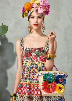 Dolce&Gabbana Online Store: discover the wide selection of high fashion accessories, clothing and shoes for Men, Women and Children. Tropical Fashion, Colorful Fashion, Boho Fashion, High Fashion, Fashion Show, Fashion Outfits, Fashion Design, Fashion Trends, Fashion Check