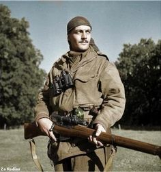 Canadian Calgary Highlanders Sniping Platoon Sergeant Harold A. Marshall posing with his Lee-Enfield No. I rifle, Kapellen, Belgium, 6 October 1944 (Library and Archives Canada) Canadian Soldiers, Canadian Army, Canadian History, British Army, 303 British, American Soldiers, Le Sniper, Sniper Rifles, Lee Enfield