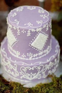 Love piping on Lavender wedding cake.Photography by simplybloomphotog. Lavender Wedding Colors, Lavender Cake, Lilac Wedding, Dream Wedding, Perfect Wedding, Purple Cakes, Purple Wedding Cakes, Gorgeous Cakes, Pretty Cakes