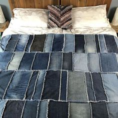 DIY Denim Rag Quilt, transform your old denim jeans into a beautiful denim quilt. Learn how to make a rag quilt. Making a rag quilt is a great use of jeans. Denim Quilts, Denim Quilt Patterns, Blue Jean Quilts, Bag Patterns, Patchwork Jeans, Quilting Patterns, Jean Crafts, Denim Crafts, Upcycled Crafts