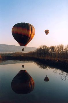 Balloon watching in South Africa - a perfect honeymoon destination.