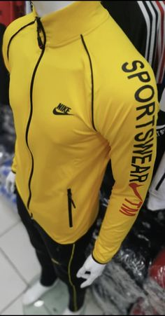Nike Fashion, Mens Fashion, Sports Tracksuits, Nike Clothes Mens, Track Suit Men, Camisa Polo, Nike Outfits, Winter Fashion Outfits, Facon