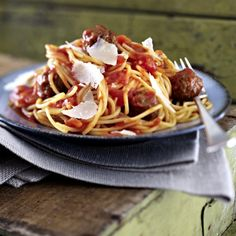 Hackbällchen in Tomatensoße zu Spaghetti
