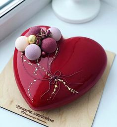 Beautiful Cake Designs, Beautiful Cakes, Amazing Cakes, Cake Designs For Girl, Heart Shaped Cakes, Valentines Day Cakes, Fancy Desserts, Dessert Decoration, Chocolate Chip Recipes