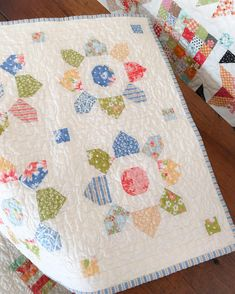 The Mini Blossom quilt pattern by Fig Tree & Co. sewn by Carried Away…