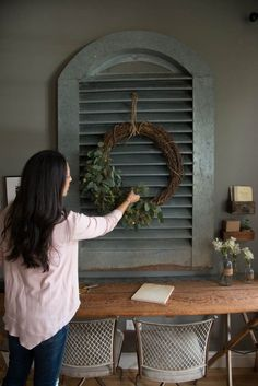 magnolia homes joanna gaines It is finally and after putting all of the Christmas trimmings back in their bins, home can feel bare and uninspiring. Magnolia Farms, Magnolia Homes, Magnolia Market, Farmhouse Decor, Farmhouse Style, Farmhouse Kitchens, Magnolia Fixer Upper, Make Your Own Wreath, Christmas Trimmings