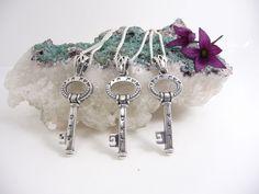 Silver Pendent 925 key Eshet Hail