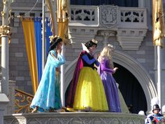 3 princesses waiting for Cinderella's coronation!