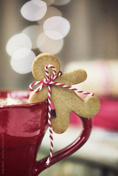 Hot chocolate with mini gingerbread man by Ruth Black - Christmas, Gingerbread man - Stocksy United Christmas Gingerbread, Christmas Treats, Christmas Cookies, Christmas Decorations, Nutcracker Christmas, Holiday Treats, Gingerbread Cookies, Cottage Christmas, Christmas Kitchen