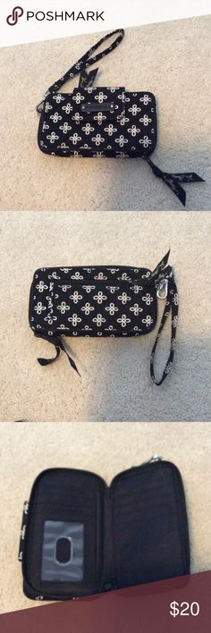 Vera Bradley wristlet In perfect condition Vera Bradley Bags Clutches & Wristlets