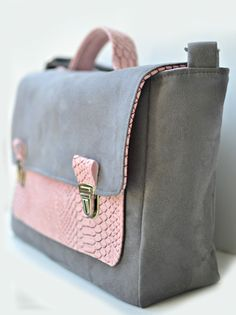 Cartable femme / woman briefcase. Suédine grise & rose poudré. http://shirleyzepap.com/