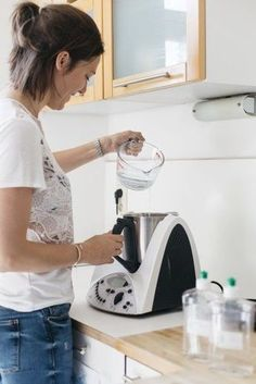 The post produits ménager au thermomix appeared first on Lena& World. Home Hacks, Diy Hacks, Diy Cleaning Products, Cleaning Hacks, Household Products, Photography Home Office, House Photography, Diy Backdrop, At Home Workout Plan