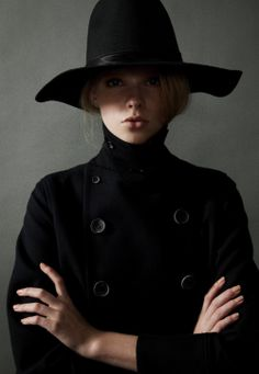 holy broomsticks batman! i *love* the dark and moody vibe radiating from this outfit...very wicked witch of the west. a chic hat and a matchy coat will glam up any encounter on a stormy afternoon. hide your ruby slippers inspiration!