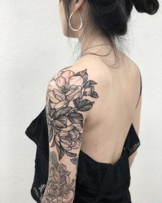 half sleeve tattoo ideas with meaning Bicep Tattoo, Foot Tattoos, Arm Band Tattoo, Flower Tattoos, Body Art Tattoos, Henna Tattoos, Tatoos, Shoulder Cap Tattoo, Tribal Shoulder Tattoos