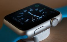 Even with tremendous growth in the smartwatch market, companies are losing share in the market. Apple remains the king of the smartwatch market. Apple Watch 1, Apple Watch Serie 1, Airpods Apple, Apple Notes, Black Apple, Apple Logo, Electronics Projects, Electronics Online, Electronics Gadgets