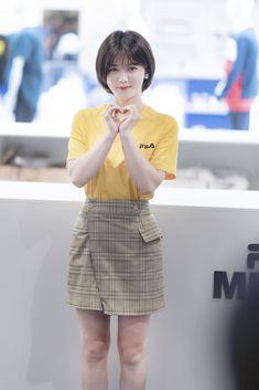 Korean Short Hair Bangs, Asian Short Hair, Short Hair With Bangs, Short Wavy, Short Hair Cuts, Tomboy Hairstyles, Hairstyles With Bangs, Kim Joo Jung, Medium Hair Styles