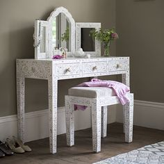 Classic Mother of Pearl Dressing Table in Pearly White