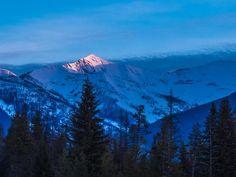 Beautiful! MRT @LeonKauffman Cooney Mountain grabs a bit of the morning spotlight #MontanaMoment