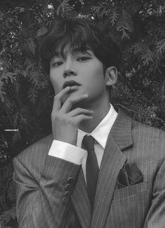 """rowoon pics #sf9 on Twitter: """"first collection - black rated ver. © album scans by rowoonram2 #로운 #ROWOON @SF9official… """" Hot Korean Guys, Cute Asian Guys, Cute Korean Boys, Korean Men, Cute Guys, Handsome Korean Actors, Handsome Boys, Beautiful Boys, Pretty Boys"""