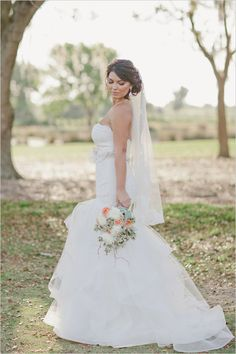 Florida wedding full of Peach and Mint! Captured by Rachel Absher Photograph. #weddingchicks http://www.weddingchicks.com/2014/07/22/florida-wedding-full-of-peach-and-mint-beauty/