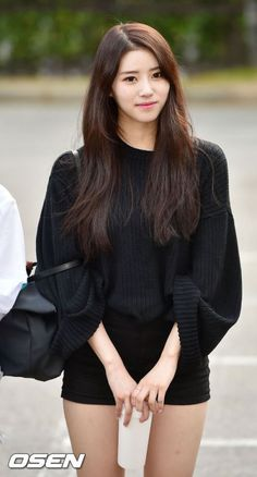 """Lovelyz's Mijoo injured ankle on """"Music Bank"""" - http://www.kpopvn.com/lovelyzs-mijoo-injured-ankle-on-music-bank/"""
