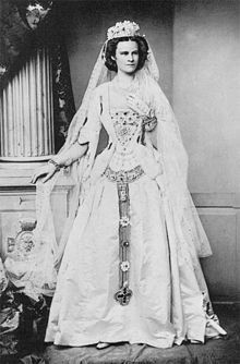 """Not the Empress Elisabeth of Austria--it's her sister, Helene, Hereditary Princess of Thurn und Taxis, nee Duchess in Bavaria--""""Nene. Royal Wedding Gowns, Royal Weddings, Wedding Dresses, Helene In Bayern, Impératrice Sissi, Thurn Und Taxis, Royal Brides, Elisabeth, Medieval Costume"""