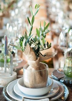 11 Eco-Chic Wedding Favors: Watch love grow! Living plants are a great favor that guests can take home and enjoy long after the wedding is over. Photo by Alli Pura Photo. Click for more ideas: http://www.colincowieweddings.com/inspiration-and-details/11-fresh-wedding-favors-for-the-eco-chic-couple
