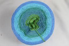 """Farbverlaufsgarn """"Blaue Lagune"""" unter www.garnstube.de, von 500 bis 1500 m Lauflänge, 3 bis 5fädig ab 6,90 €"""