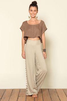 Fazer este look com a calça marron e blusa bege