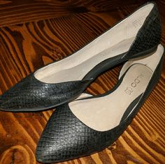 Aldo Flats Great Aldo flats perfect for work or a night out with friends. Can be dressed up or down! ALDO Shoes Flats & Loafers