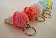 glace au crochet , glace , crochet , tuto , porte clef , amigurumi , dinette au crochet Crochet Diy, Crochet Amigurumi, Crochet Crafts, Sewing Crafts, Diy Crafts, Buzzfeed, Confection Au Crochet, Crochet Keychain, Diy Hacks