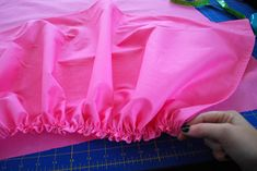 Good tutorial for basting stitch to gather ruffles. Gathered Dust Ruffle or Bed Skirt for Cribs and Toddler Beds Baby Sewing Projects, Sewing Projects For Beginners, Sewing For Kids, Sewing Tips, Crib Bed Skirt, Crib Skirts, Ruffle Bedding, Crib Bedding, Crib Skirt Tutorial