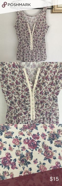 Clasp Front Floral Tank Top Clasp front, gently used, maybe worn once Tops Tank Tops Floral Tank Top, V Neck