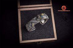 bracelet dragon, argent 990 et corne en cuivre. Entièrement fait artisanalement. Turquoise. Feng Shui Jewellery, Cufflinks, Dragon, Enamel, Turquoise, Etsy, Accessories, Jewelry, Copper