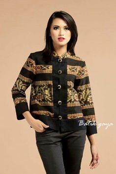 Batik Kebaya, Batik Dress, Mix Match Outfits, Chic Outfits, Blouse Batik Modern, Outer Batik, Batik Blazer, Mode Batik, Fashion 101