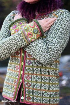 Hippie kofte / Hippie Jacket Design&Photo: Sidsel J. Høivik / sidselhoivik.no Yarnkit in webshop sidselhoivik.no Pattern in English, Dutch and Norwegian We ship to Europe, USA, Canada, Australia and New Zealand