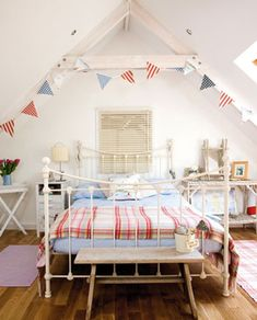 Seaside bedroom that would also look great with twin beds for kids.