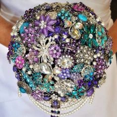 Brooch bouquet, whenever Andy & I renew our vowels I'm doing this :)