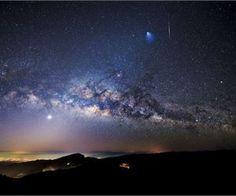 Atmospheric Phenomena: Fantastic Pictures of a Cumulonimbus Cloud
