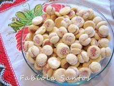 BOLACHINHAS AMANTEIGADAS - (da ligia)  Receita da Ligia Postado por Fabiola Santos  Ingredientes: - um pote de 500gr de margarina cremosa(u...