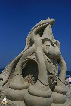 Matt Martelli's abstract sand sculpture of a woman,