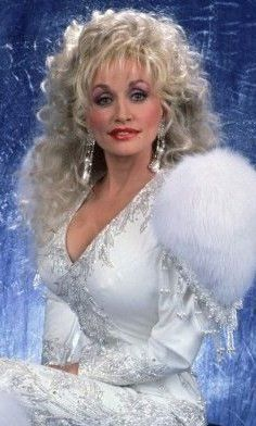 Praise be dolly parton, the ultimate pad Queen. Country Music Stars, Country Music Singers, Dolly Parton Music, Dolly Parton Pictures, Musica Country, Music Photo, Hello Dolly, Big Hair, Beautiful People