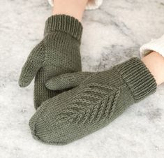 Ravelry: Spruce Mittens pattern by Kaitlin Blasing Knitted Mittens Pattern, Sweater Knitting Patterns, Knit Mittens, Knitted Gloves, Knitting Socks, Hand Knitting, Christmas Knitting Patterns, Knitting Accessories, Knitting Projects