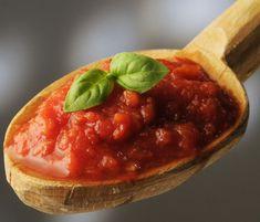 Recetas básicas: dos maneras de preparar una salsa de tomate casera