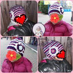 Σκουφάκι με διακοσμητικό λουλούδι στο πλάι.  Πλεκτό χειροποίητο. Crochet Hats, Fashion, Knitting Hats, Moda, Fashion Styles, Fashion Illustrations