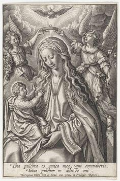 Hieronymus Wierix | Maria met Christuskind, gekroond door twee engelen, Hieronymus Wierix, 1563 - before 1619 | Maria zit met het Christuskind op schoot. Het Kind reikt naar haar. Maria wordt gekroond door twee engelen. Boven haar hoofd de duif van de Heilige Geest. In de marge een tweeregelig onderschrift in het Latijn.