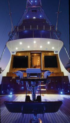 A fisherman's dream yacht.   63 Vicem Sportfish | Sarasota Yacht & Ship