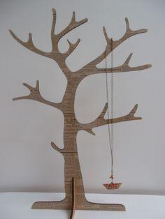 """Arbre à bijoux en bois """"Journal """" - Support à bijoux : Presentoir, boîtes par unarbre-entete"""